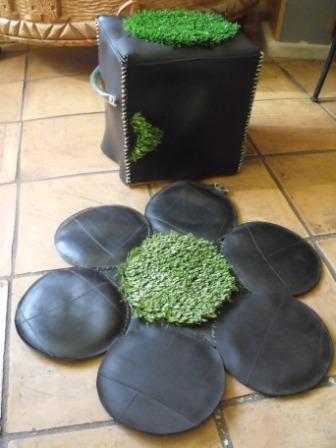 Pouf et tapis en chambre à air et gazon synthétique - La P'tite Recycle